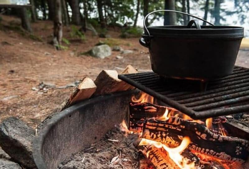 Top Rated 9 Best Camping Dutch Ovens Brand